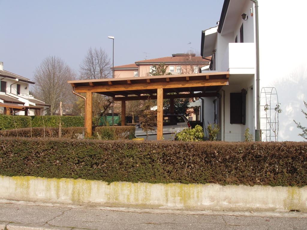 Porticati in legno lamellare a rovigo verona vicenza for Casetta con avvolgente portico
