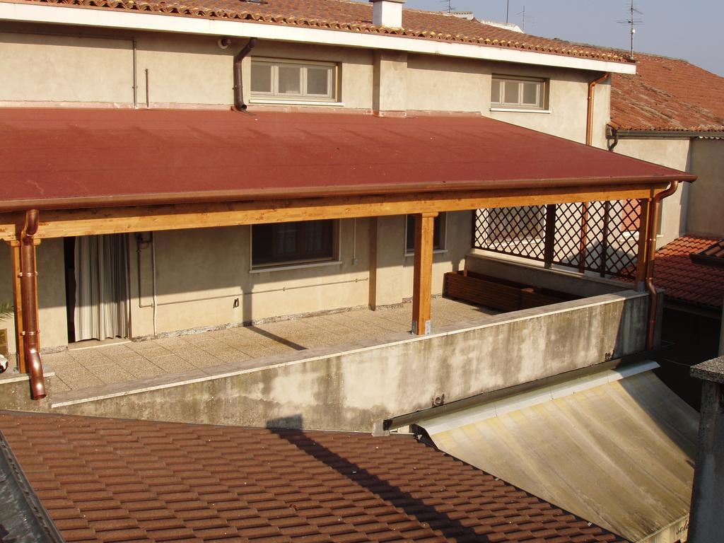 Tetti e tettoie in legno a rovigo verona vicenza mantova e ferrara - Tettoie in legno ...